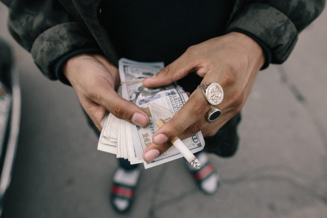 materialismus-geld-jeremy-paige