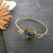 armband-messing- lapislazuli-kugel-detail