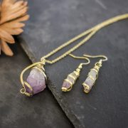 set-anhaenger-ohrringe-messing-amethyst-detail